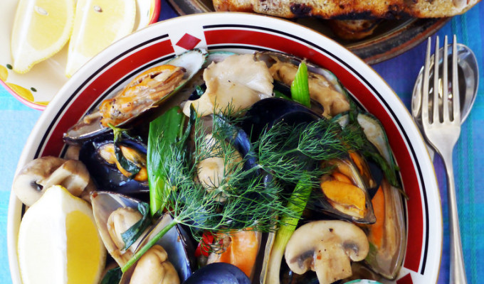 Stir-fried mussels with mushrooms - kua hoi mussel sai het #18